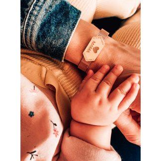 ružovozlatý náramok s platničkou mama